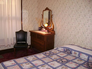 Apple Queen Guest Room 4